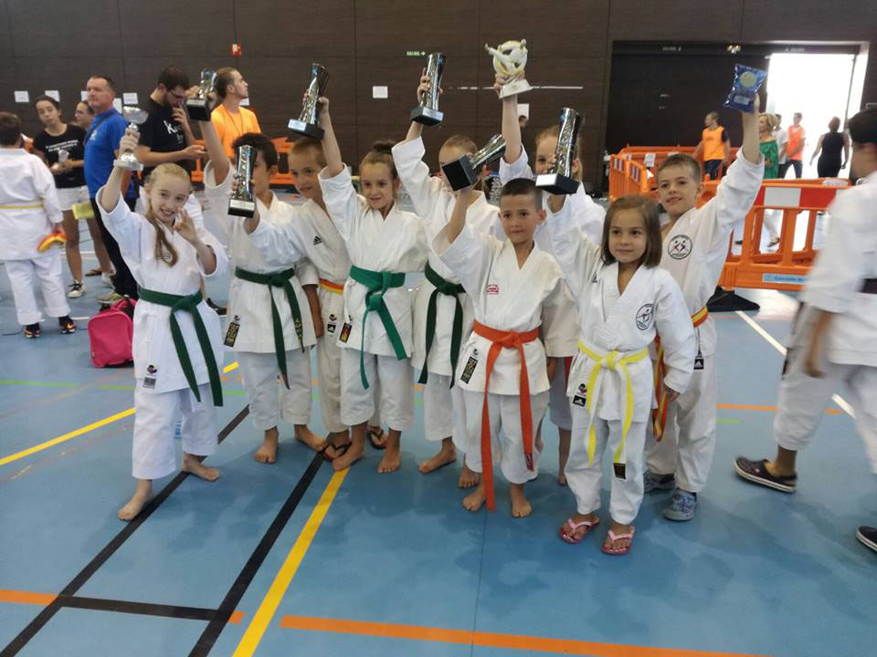 El club kanku comienza julio con 10 medallas en el xxii for Gimnasio kanku